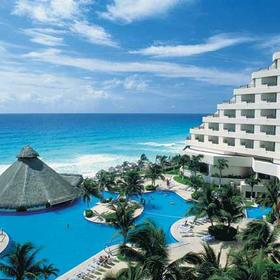 Paradisus Cancún - pool and ocean