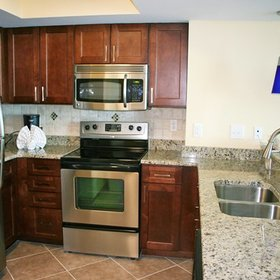 Wyndham Vacation Resorts Towers on the Grove at North Myrtle Beach — Kitchen