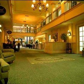 Royal Host Club at Lake Okanagan — - Lobby