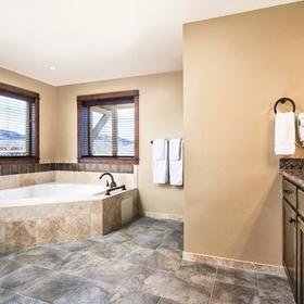WorldMark Granby – Rocky Mountain Preserve — WorldMark Granby Bathroom