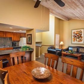 Wyndham Flagstaff Kitchen and Dining Area