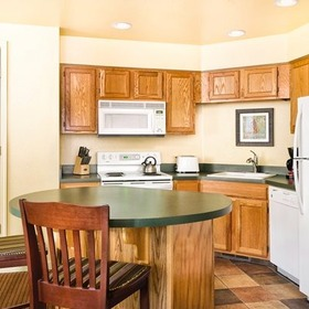 WorldMark Pinetop Dining Area and Kitchen