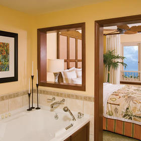 Marriott's Maui Ocean Club - Lahaina Villas — Bathroom