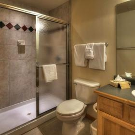 Grand Timber Lodge Bathroom