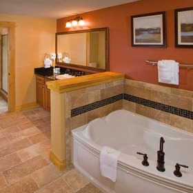 Wyndham Vacation Resorts Steamboat Springs — Bathroom