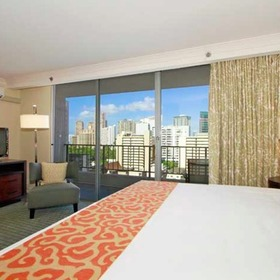 Wyndham Vacation Resorts Royal Garden at Waikiki — Bedroom