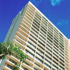 Wyndham Vacation Resorts Royal Garden at Waikiki — Exterior