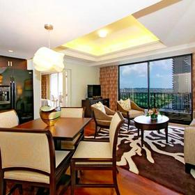 Wyndham Vacation Resorts Royal Garden at Waikiki — Living Area