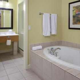 Holiday Inn Club Vacations at Lake Geneva Resort Bathroom