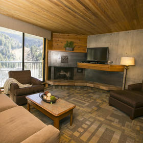Iron Blosam Lodge — Living Area