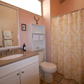Cedar Cove Hotel Bathroom