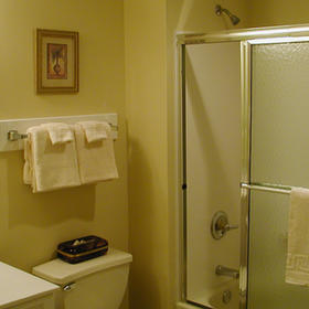 Destin Holiday Beach Resort Bathroom
