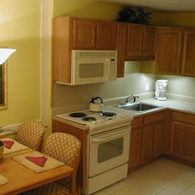 Destin Holiday Beach Resort Kitchen and Dining Area