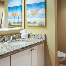 Sunstream Vacation Club at DiamondHead Beach Resort & Spa — Bathroom
