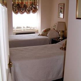 The Sloane Gardens Club — - Unit Guest Bedroom