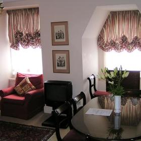 The Sloane Gardens Club - Unit Dining Area