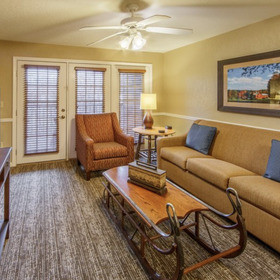 Holiday Inn Club Vacations Oak n' Spruce Resort Living Area