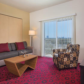 Wyndham Anaheim — Living Room