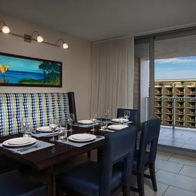 Marriott's Crystal Shores Dining Area