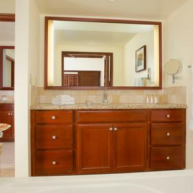 Master Bath - jetted tub & 2nd sink area
