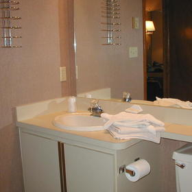 Split Rock Resort - Unit Bathroom