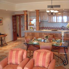 Pine Cliffs Resort - Unit Kitchen & Dining Area