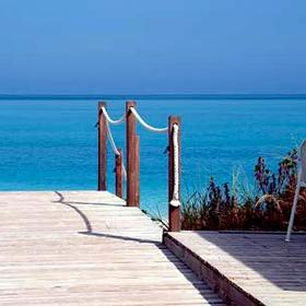 Alexandra Resort and Spa — - Walkway to Beach