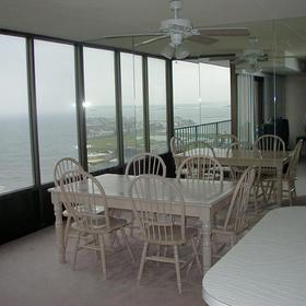 The Waves - Unit Dining Area