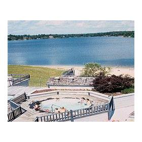 Mariner's Pointe Resort — - Hot Tub and view of lake