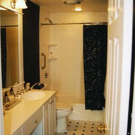 Edgewater Beach Resort - Unit Bathroom