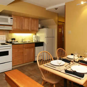 Mountainside Lodge - Unit Kitchen & Dining Area