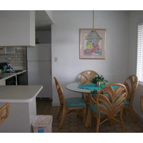 Coral Reef Beach Resort - Unit Dining Area