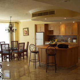 Villa del Arco Beach Resort & Spa — Unit kitchen and dining area