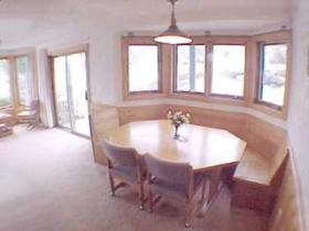 Christmas Mountain Resort - Unit Dining Area