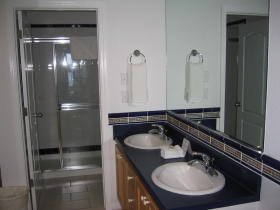 The Reef Resort - Unit Bathroom
