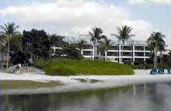 Mariner's Boathouse & Beach Resort