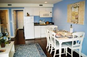 Edgewater Beach Resort - Unit Dining Area & Kitchenette