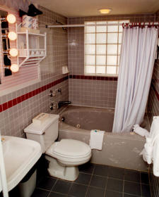 Plantation Island - Bathroom