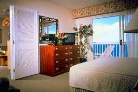 Ka'anapali Beach Club - unit bedroom with private lanai
