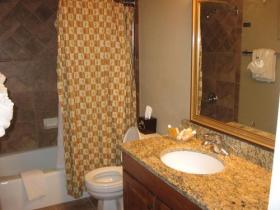 Eagle Point - Unit Bathroom