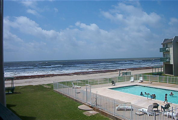 Peregrine Townhomes at San Luis Pass - pool and beach